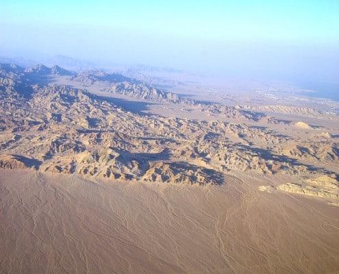 Bild von Flugzeug aus mit Blick auf die Wüste von Ägypten