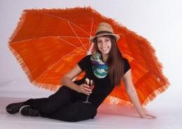 Sarah mit Schirm